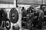 Mécaniciens dans le hangar