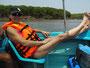 Relaxen mit Schwimmweste auf der Fahrt nach Pigeon Island