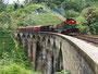 Gutes Timing - Zug fährt über die Nine Arches Bridge,...