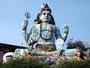Shiva Statue am Hindutempel in Trincomalee oberhalb des Fort Frederick
