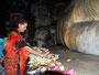 Blumen fürm Buddha geben gutes Karma