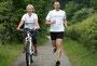 step-into-englisch: Englisch lernen beim Joggen. Anke Hindrichs-Kotthaus und Davorin Vozlic