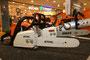 Ausstellung ´Schöner Schein - Dunkler Schatten´ im Allee-Center zur Produkt- und Markenpiraterie. Die Original-Motorsäge von der Firma Stihl, die Fälschung von der Firma EMAS