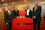 Die Sparkasse Wermelskirchen mit von links: Direktor Hans-Jörg Schumacher, Corinna Schüngel, Nina Biesenbach und Frank vom Stein (Leiter Firmenkundengeschäft)