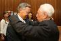Franz Heinrich Krey gratuliert Wolfgang Bosbach (CDU) nach der Bundestagswahl 2013 zum Sieg im Rheinisch-Bergischer Kreis, Wahlkreis 100