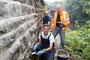 Brückensanierung im Schnellental, Nähe Bahnhof Dahlhausen. Fabian Müller im Bild hinten reinigt die Steinfugen mit Druckluft, Ulrich Grotstollen (orange Jacke) und Thorsten Alexander Kaja verputzen die Fugen mit neuen Zement