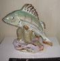 Речной окунь Дулево, 1950 - 60 г. Автор: Кожин П. М. Роспись подглазурная полихромная, позолота, высота 26 см. Марка: б/марки