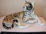 Тигр 1954 г. Б.Я Воробьев, роспись Н.М.Павловой. Роспись подглазурная полихромная, высота 16, 5 см. Марка: ЛФЗ синяя.