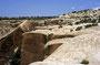 Oben auf der Mesa (Hochebene): Muley Point- riesige Würfel brechen von der harten Deckschicht ab und fallen in den Abgrund, den der San Juan River gegraben hat.