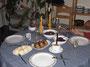 Rouladen angerichtet mit Klössen und Rotkohl (Weihnachtsessen)
