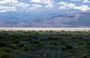 Die Sierra Nevada schiebt sich unaufhaltsam ins Blickfeld - rechts und links immer mal wieder eine Salzpfanne