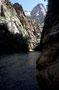 Zion NP: The Narrows - bei niedriegem Wasserstand kann man kilometerweit in die schmale Schlucht hinein laufen