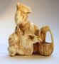 Netsuke 1146 Adliger od. Hofbediensteter mit Fächer und Körbchen in höfischer Tracht und Kopfbedeckung - Himotoshi am Rücken  Edo Zeit - signiert: 33x26x16 mm 12,8 g  720,00  EUR