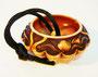 Netsuke 1316 Manju Blütenförmige Kapsel mit seitlichen Relief aus Geweih, Fledermaus und Pfirsichzweig - unsigniert Edo Zeit - 1. H.19.Jh. um 1840/50 kein Kagamibuta Manju, sondern vollständiges Manju, ca 37x13 mm 17,6 g 535,00 EUR