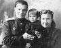 Потомки Курдиных: Вера Васильевна с мужем Чижиком Павлом Антоновичем и сыном Валерием. 1946 г.