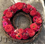 kleiner Rosenkranz zum Gedenken / SMITHERS-OASIS Company Floral Foam. All rights reserved.
