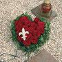 kleines Rosenherz als persönlicher Abschiedsgruß / SMITHERS-OASIS Company Floral Foam. All rights reserved.