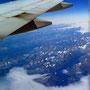 USA-Flug über Grönlands Südküste. Sicht auf Fjorde bis zum Inlandeis.