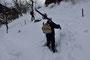 Erfolgloser Versuch von Alex ein paar Meter in Skischuhen hochzusteigen