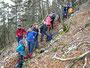 Beim Abstiegshalt mussten noch einige neue Wänteli ins Kampfwanderinventar aufgenommen werden