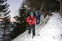 Vorsichtige Traverse auf dem Gipfelgrat