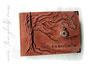 """Mein Fotoalbum """"Der Baum des Lebens"""" kombiniert mit meinem Fotoalbum """"ZeitReise"""" - EchtLeder-Album mit Baumrelief, Taschenuhr, Schriftzug und Druck im Inneren des Albums."""