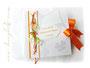 Gästebuch zur Hochzeit - Farben: weiß/seidenmatt, orange und grün; mit Callas, Perlen, Bändern und bedrucktem Label.