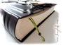 Handgefertigter Fotoalbum-Buchblock elfenbeinfarben, grünes Leseband mit Holzperle