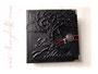 Foto-Gästebuch mit Einband und Buchschmuck nach Wunsch - in schwarz, rot, weiß und silberfarben.