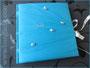 Gästebuch zum 50. Geburtstag - GepolsterterHardcovereinband mit türkisfarbenem Taft bezogen, personalisiert durch gestickten Namen, verziert mit Perlen und Schleifenverschluss, Druck einer Widmung im Inneren. VIELEN DANK an M.T. aus F.