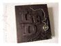 Fotoalbum zur Konfirmation - Hardcovereinband aus Nappa-Velour-Lederimitat mit Relief von Initialen, mit mechanischer Taschenuhr und silberfarbenen Buchecken. Der Buchblock ist schwarz. Nochmals DANKE an ڿڰ✿ S.P. aus R.