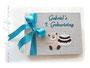 Foto-Gästebuch zum 1. Geburtstag eines Jungen, in den Farben weiß, hellgrau und türkis; mit Namen, Teddy und Geburtstagstorte.