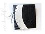 Fotoalbum Korsett und Ringe - 30cmx30cm, 100 Seiten weiß, Bezug: Crash-Lederimitat schwarz, Korsett: Crash-Satin naturweiß, anthrazitfarbene Kordel, silberfarbene Hohlnieten; Hochrelief: Ringe.
