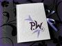 Tagebuch Notizbuch Poesiealbum - Hardcovereinband in weiß mit Initialen und lilafarbenem Schleifenverschluss, fadengehefteter Buchblock mit wechselnden Lagen von weißem und lilafarbenem Blankopapier. DANK und GRÜSSE nach Erfurt