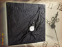 """Gästebuch GEBURTSTAG """"ZeitReise"""" mit latenten Zahnrädern und mechanischer Taschenuhr, Einbandmaterial: hochwertiges, weiches Lederimitat mit Crashoptik in schwarz"""