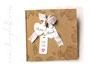 Quadratisches Gästebuch 24cm x 24cm im Vintage-Stil, mit Rosen, Spitze und bedruckten Labels und 30 Blatt umfassenden Fotoalbum-Buchblock aus elfenbeinfarbenem Fotokarton.