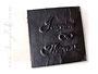 Foto-Gästebuch Kleines Schwarzes - 24cmx24cm, 60 Seiten schwarz, Bezug: Crash-Lederimitat schwarz, Hochrelief: Namen und Unendlichkeitszeichen, Metall-Buchecken mattschwarz.