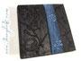 Personalisiert Fotoalbum mit Relief-Einband, bezogen mit schwarzem Lederimitat.