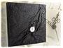Fotoalbum Zeitreise - 30cmx30cm, 100 Seiten weiß, Bezug: Crash-Lederimitat schwarz, Einbandgestaltung: Hochrelief Zahnräder, mechanische Taschenuhr mit Kette.
