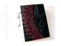Gästebuch in schwarz, bordeaux- und silberfarben - Bucheinband mit über den Buchrücken geschnürtem Korsett und und Relief von ineinander verschlungenen Ringen.
