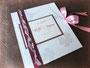 Hochzeitsgästebuch mit Kleeblatt - Material in den Farben weiß/seidenmatt, rosa und pink.