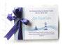 Foto-Gästebuch Taufe Junge - 21cmx16cm, 20 Blatt weiß, mit Druck des Namens, des Taufspruches und den Symbolen Leuchtturm, Segelboot und Meer; in den Farben weiß, pastellblau und violett.