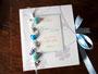 Maritimes Gästebuch zur Hochzeit in den Farben weiß/seidenmatt, hellblau, sand- und silberfarben.