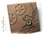 """Fotoalbum """"ZeitReise"""" - Einband aus camelfarbenem Lederimitat in Crashoptik, mit Relief von Zahnrädern und mechanischer Taschenuhr. Dieses Album fertige ich in diversen Größen und 8 Farben an. Ich danke ڿڰ✿ S.B. aus Österreich"""