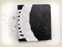 Hochzeitsalbum der ganz besonderen Art - Relief-Einband in schwarz mit Spitzenkorsett in weiß.