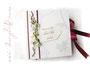 Foto-Gästebuch in den Farben weiß, dunkelrot und grün; mit bedrucktem Label, Perlen, Bändern und Callas. Zu jedem Anlass, mit Ihrem gewünschten Buchschmuck in jedweder Farbkombination.