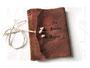 Lederalbum braun mit geflochtener Jutekordel und mit Lederfarbe beschriftetem Einband