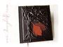 Gästebuch - A4, 160 Seiten elfenbeinfarben, Hochrelief Baum, Bezugstoff: Kalbslederimitat dunkelbraun, Buchschmuck: Blatt-Applikationen aus Echtleder.