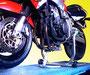Honda CBR900RR interamente sollevata con il cavalletto a perno Passante Inox