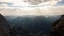 Ein Blick auf die umliegenden Berge im Morgenschein.